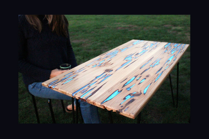 HOW TO: Make a Beautiful Glow-in-the-Dark Table